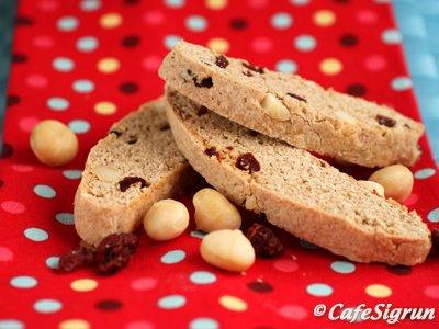 Biscotti með macadamiahnetum og trönuberjum