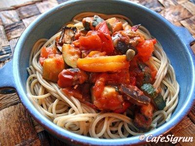 Spaghetti ya Mboga (spaghetti með bökuðu grænmeti)