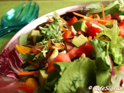 Sumarlegt salat með appelsínum og vatnsmelónu