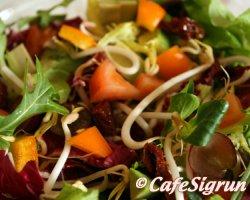 Litríkt salat til að lífga upp á daginn